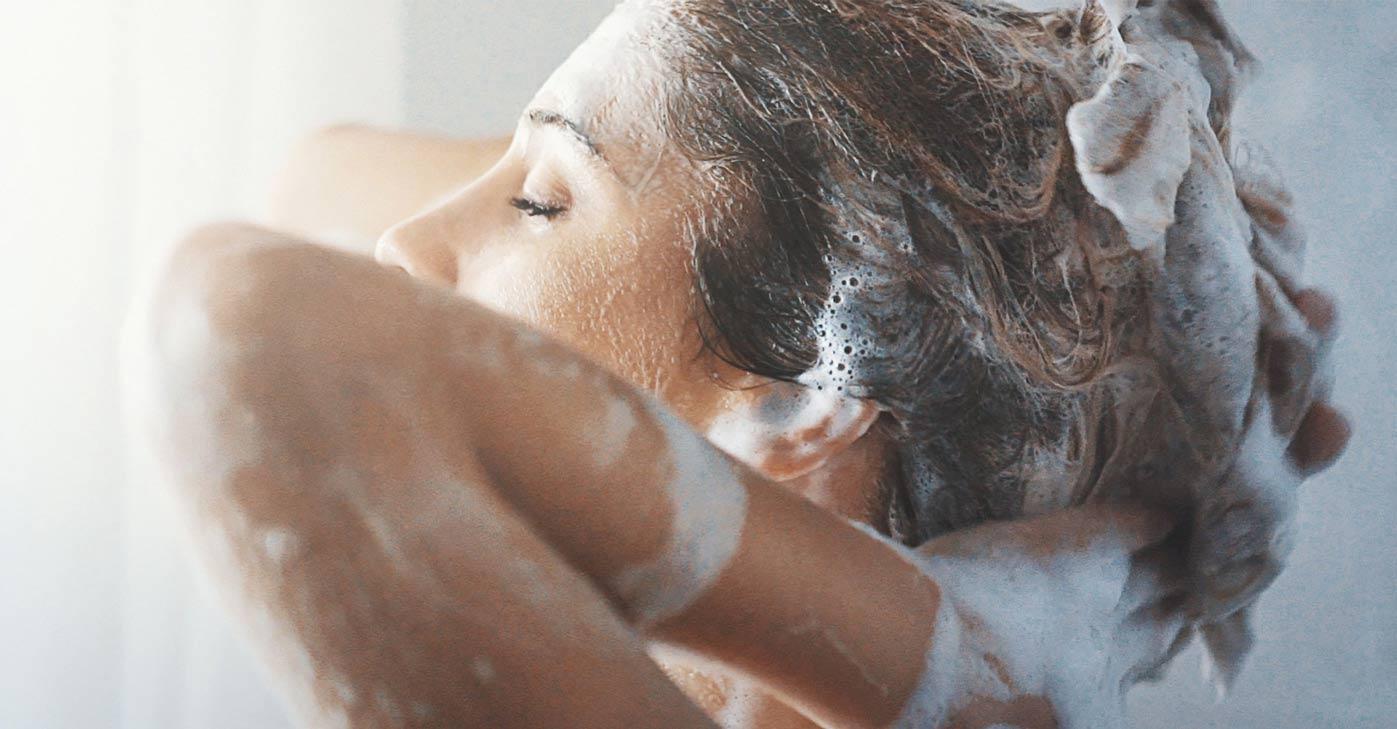 پاکسازی مو با شامپو